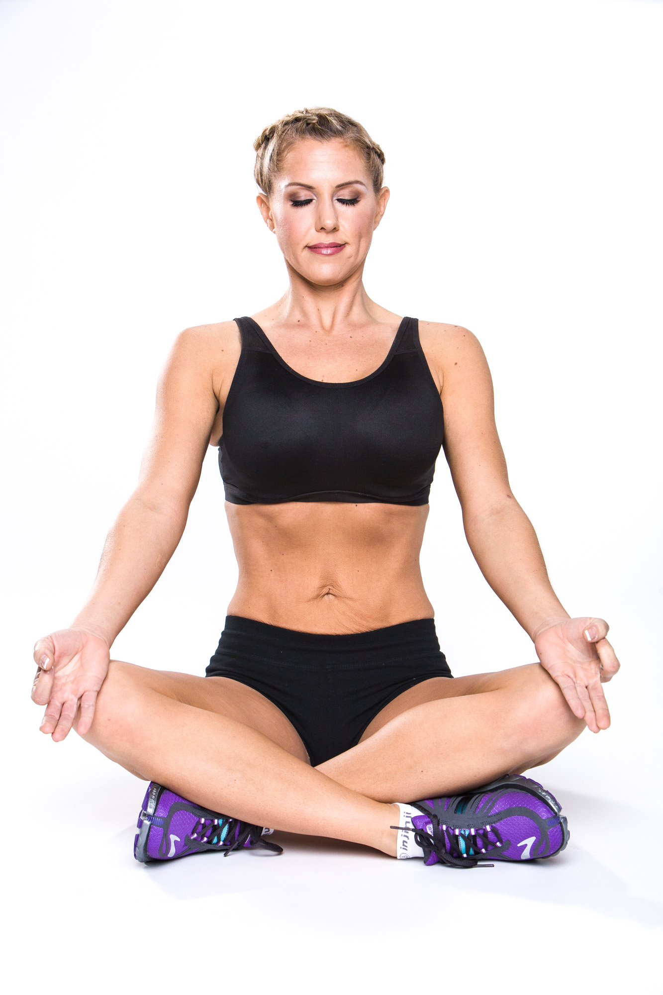 Drawing your navel to the spine, engaging bandas, hands in recieiving & all is one positiioning.